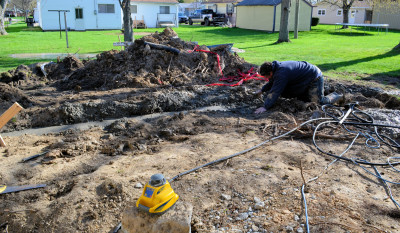 Leveling the footing with a laser level